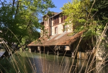 River house in Chartres